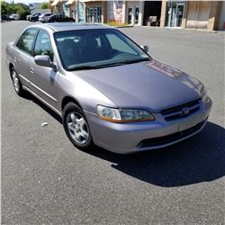 2000 HONDA ACCORD 4 DOOR AUTOMATIC V6 - LEATHER, COLD AC, 279 000KM W/ REGISTRATION, CAR PROOF, AND