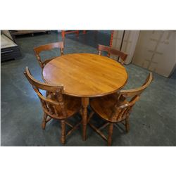 ROUND MAPLE DINING TABLE W/ 2 LEAFS AND 4 CHAIRS