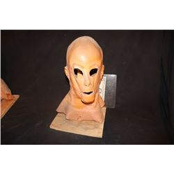 HOLLOW MAN SCREEN USED MASK KEVIN BACON 1