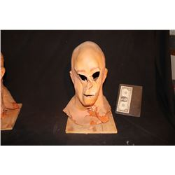 HOLLOW MAN SCREEN USED MASK KEVIN BACON 3