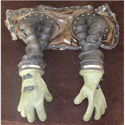 BUBBLE BOY SCREEN USED ARMS WITH GLOVES JAKE GYLLENHAAL 2