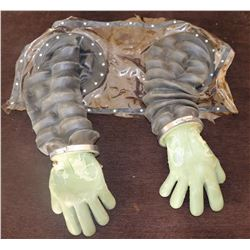 BUBBLE BOY SCREEN USED ARMS WITH GLOVES JAKE GYLLENHAAL 3