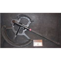 ZZ- WARCRAFT DUROTAN SCREEN USED HERO CGI BATTLE AXE 1