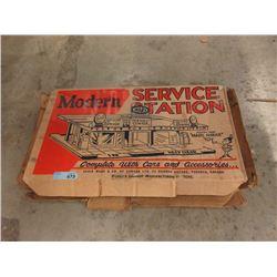 Vintage Louis Marx Service Station Tin Toy