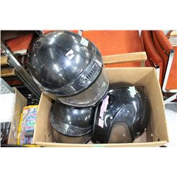 Box with 3 Helmuts