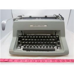 "METAL TYPEWRITER (UNDERWOOD) *7.5"" X 13"" X 15""*"