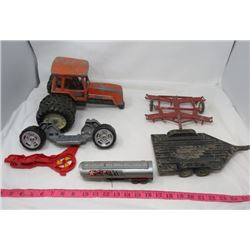LOT OF TOYS AND PARTS (VINTAGE) *TRACTOR, 2 X TRAILERS, AND TEXACO TRAILERS ARE DIE CAST*