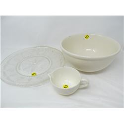 LOT INCLUDING A SERVING TRAY, BOWL AND CREAMER