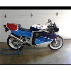 EXCLUSIVE MOTORCYCLE COLLECTION 1989 SUZUKI GSXR750RK FACTORY WORKS SUPERBIKERARE SHOW ROOM