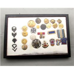 LOT OF MILITARY UNIT CRESTS, INSIGNIA AND
