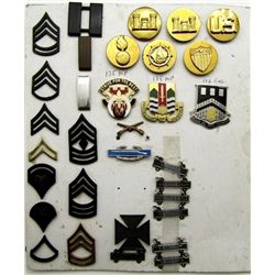 VINTAGE MILITARY PIN COLLECITON UNIT CRESTS