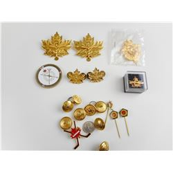 ASSORTED CANADIAN MILITARY BADGES AND BUTTONS