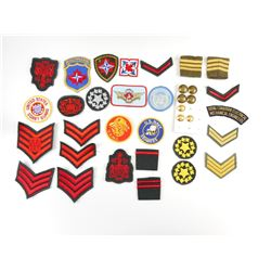 ASSORTED MILITARY TYPE CLOTH BADGES
