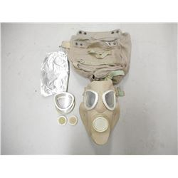RUSSIAN SURPLUS GAS MASK AND CARRYING CASE