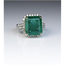 19CAI-3 EMERALD & DIAMOND RING