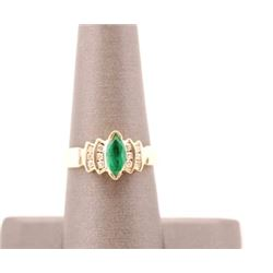 19RPS-9 EMERALD & DIAMOND RING