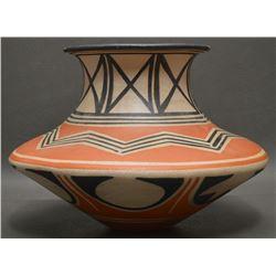 SANTO DOMINGO INDIAN POTTERY JAR (ROBERT TENORIO)