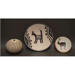 ACOMA INDIAN POTTERY (DOLORES LEWIS)
