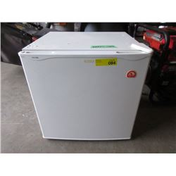 Small Igloo Bar Fridge with Top Mount Freezer