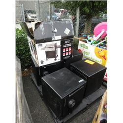 Skid of 4 Safes and a BBQ - Store Returns