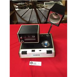 Vintage Morn. Solid State Wake O Matic AM/FM Lamp Radio Flip Clock. Works Needs Light Bulb Telescopi