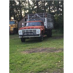Ford F-600 , 472 trans,duals 900x20, cattle racks, v-8 engine, decent cab, nice interior