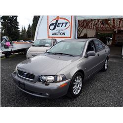 M6 --  2004 VOLVO S40 1.9T  , Brown , 160579  KM's