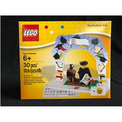 LEGO Classic Minifigure Graduation Set 850935
