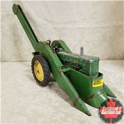 John Deere Two Row Corn Picker (Scale: 1/16)