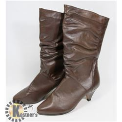 CHAUSSURES GRAND BROWN BOOTS APPROX SZ 7