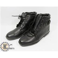 BLACK BOOTS SZ 7
