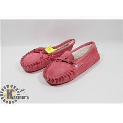 PINK SLIPPERS KIDS SZ 11