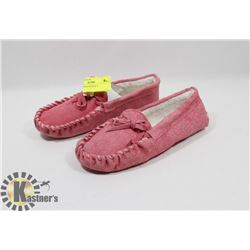 PINK SLIPPERS KIDS SZ 3