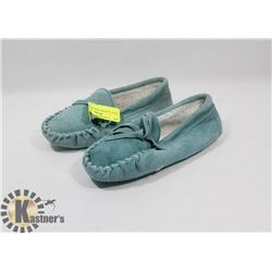 BLUE  SLIPPERS KIDS SZ 12