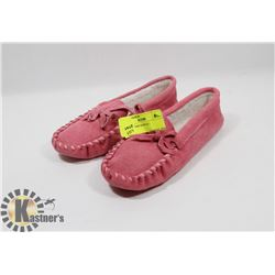 PINK SLIPPERS KIDS SZ 1