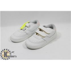 XCALIBER KIDS WHITE SHOES SZ 9