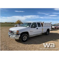 2005 GMC 2500HD E-CAB  PICKUP