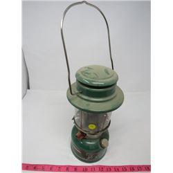COLEMAN OIL LAMP (GREEN)