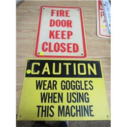 LOT OF 2 PLASTIC SIGNS (FIRE DOOR KEEP CLOSED AND CAUTION SIGN)