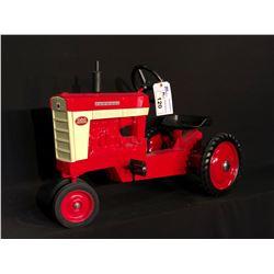 INTERNATIONAL HARVESTER FARMALL MODEL 560 PEDAL TRACTOR,