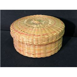 "QUEBEC CREE NATIVE HAND WOVEN LIDDED BASKET BY GORDEN H. BLACKHEAD, 10"" ACROSS"