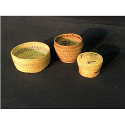 """3 NUU-CHAH-NULTH BASKETS: 2 OPEN GRASS BASKETS, AND 2 SMALL LIDDED DUCK DESIGN BASKET, 2.5""""-4.5"""""""