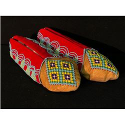 PAIR OF IQOQUIS PLAINS NATIVE BEADED MOCCASINS