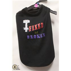 """FIXED NOT BROKEN"" GRAPHIC PET T-SHIRT."