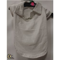 WHITE POLO PET SHIRT SIZE MEDIUM.