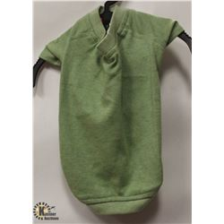 GREEN PET T-SHIRT SIZE SMALL.