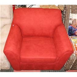 RED FABRIC ARM CHAIR. FURNITURE