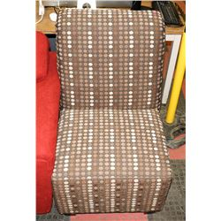 FABRIC ACCENT CHAIR. FURNITURE