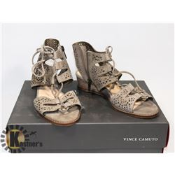 VINCE CAMUTO BROWN/GREY SANDAL  SZ 5.5
