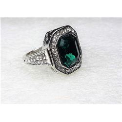 11)  HALO STYLE EMERALD GREEN & CLEAR